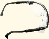 Schutzbrillen schützen die Augen vor Splitter und Dreck
